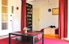 Nagy terek állnak rendelkezésedre, ha egybenyitod a háló szobát és a nappalit.