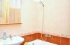 A fürdőszobában van wc és mosógép is. Van egy teljesen külön wc is.